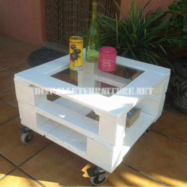 Table d'appoint extérieure faite avec palettes 2