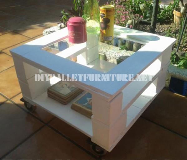 Table d'appoint extérieure faite avec palettes 3