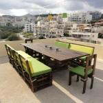 Table et chaises faites de palettes pour la terrasse