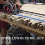 Vidéo sur la façon de faire une table pour des réunions avec des planches de palettes