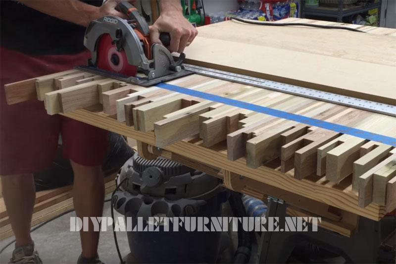 Vidéo sur la façon de faire une table pour des réunions avec des planches de palettes 1