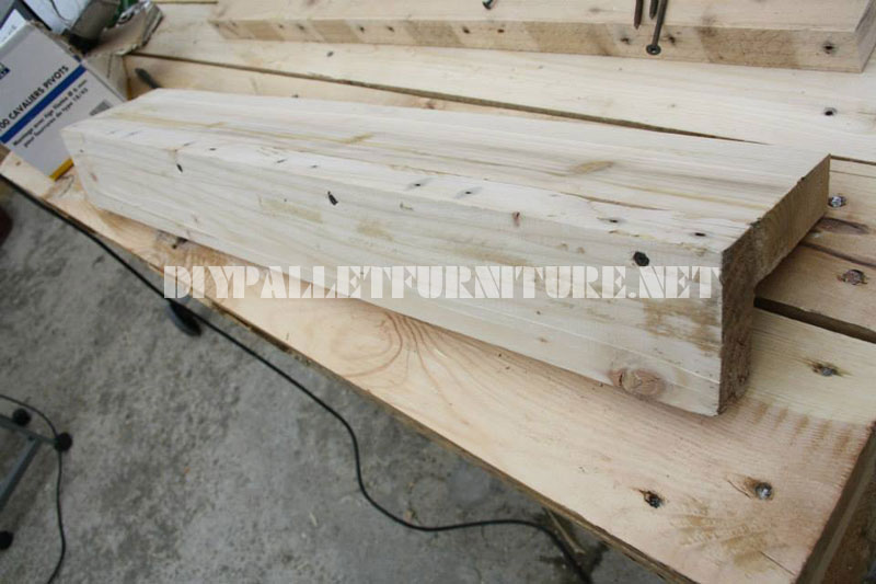 Etape par tape comment faire une table fantastique avec - Comment faire une table avec des palettes ...