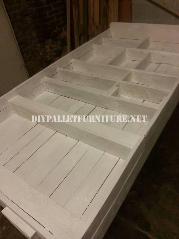 Bibliothèque faite avec palettes planches 6