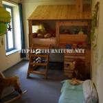 Cabane construite avec des palettes pour une chambre d'enfant