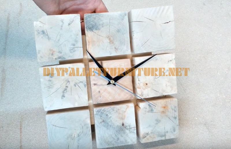 Comment faire une horloge de palettes 2