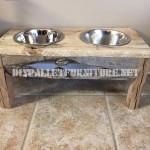 De l'Alimentation et des bols d'eau pour les chiens faits avec du bois recyclé