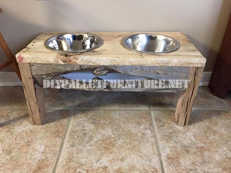De l'Alimentation et des bols d'eau pour les chiens faits avec du bois recyclé 1
