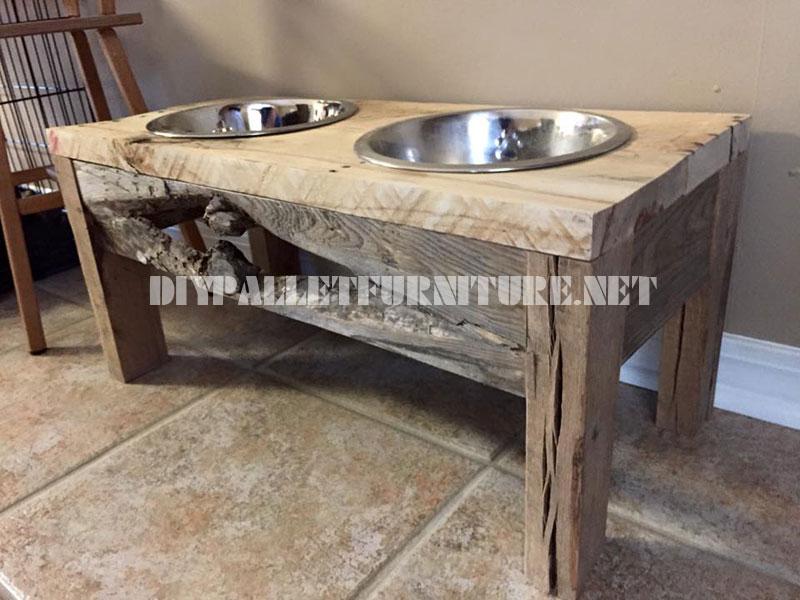 De l'Alimentation et des bols d'eau pour les chiens faits avec du bois recyclé 2