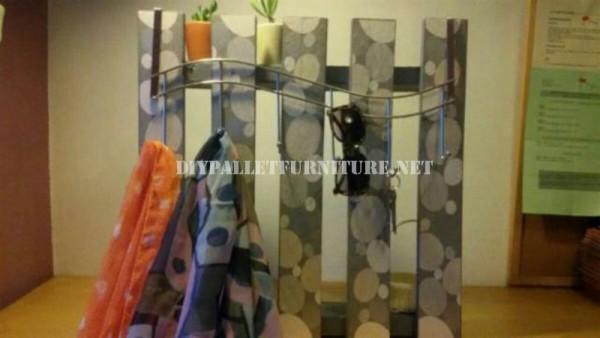 Hanger polyvalente avec une seule palette 4