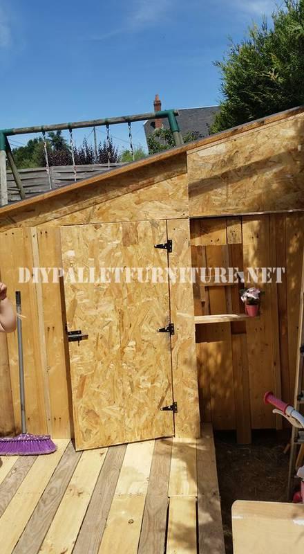 Playhouse construite avec des palettes 3