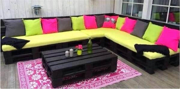 Terrasse classique avec des palettes et des couleurs 1