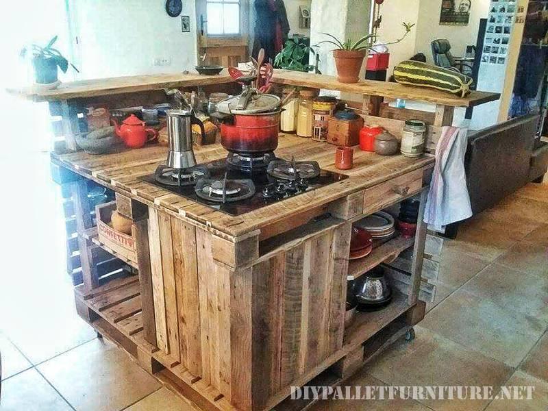 Îlot de cuisine faite avec des palettes 6