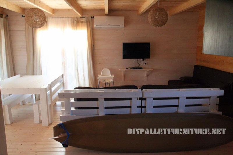 chalet en alentejo enti rement meubl avec palettes 2meuble en palette meuble en palette. Black Bedroom Furniture Sets. Home Design Ideas