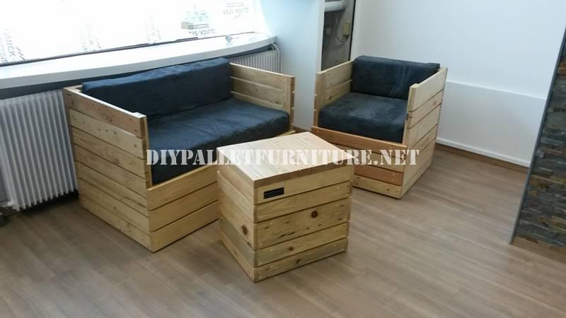 Fauteuil, canapé et une table avec des palettes 1