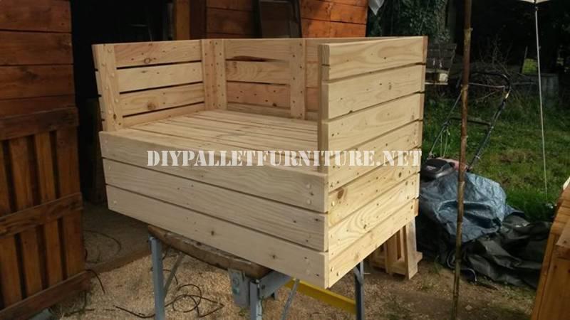 Fauteuil canap et une table avec des palettesmeuble en for Construire une table avec des palettes