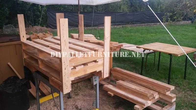 Fauteuil canap et une table avec des palettes 5meuble en - Construire une table avec des palettes ...