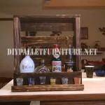 Liqueur étagère avec une palette