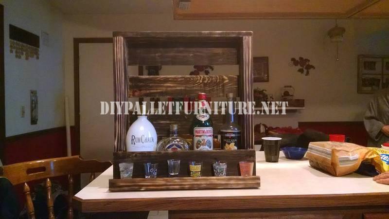 Liqueur étagère avec une palette 1