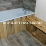 Salle de bains meublée avec palettes