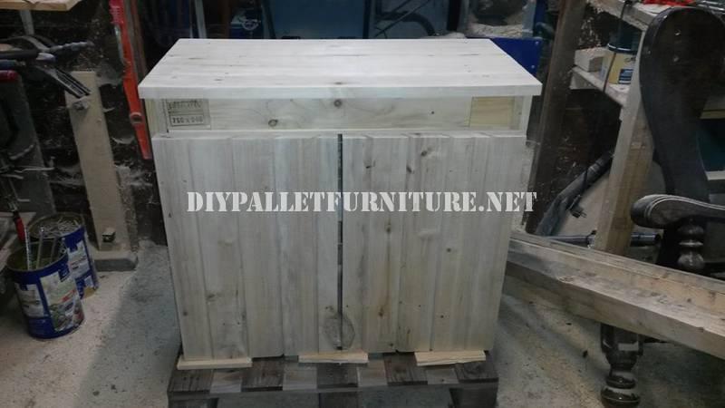 Salle de bains meublée avec palettes 3