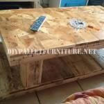 Table construit avec des pièces en bois