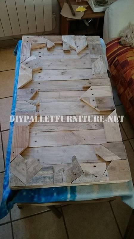 Table construit avec des pièces en bois 3