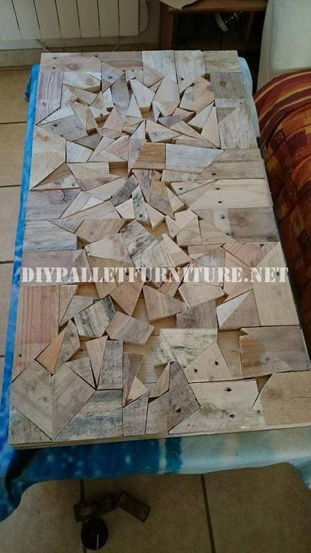 Table construit avec des pièces en bois 4
