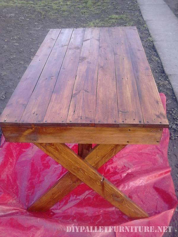 Table d'extérieur avec des palettes 1