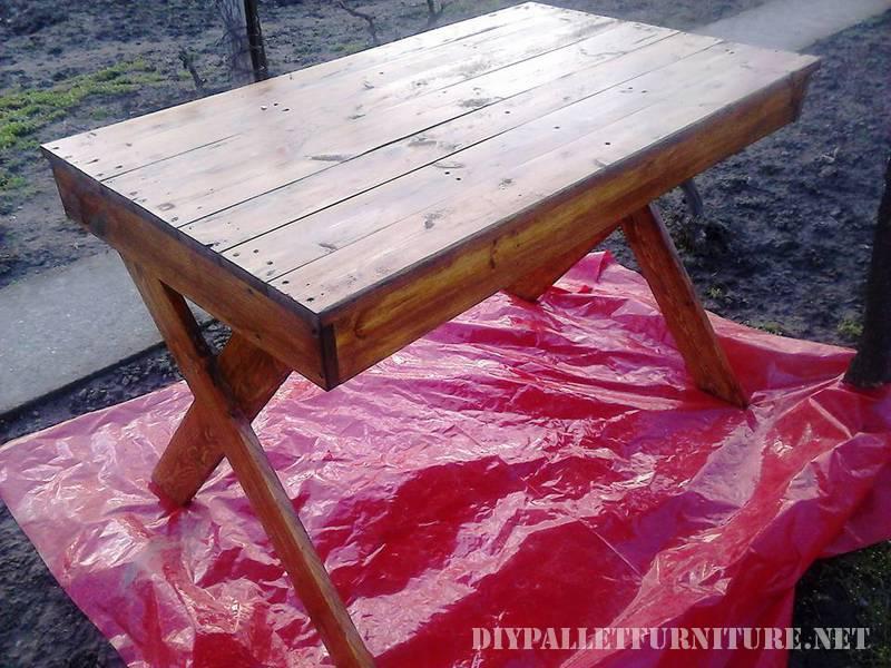 Table d'extérieur avec des palettes 2