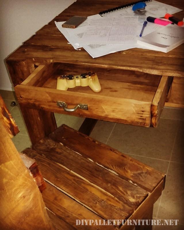 Bureau de pallets avec tiroirs 3