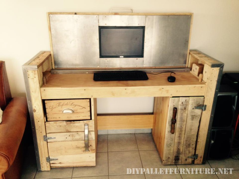 bureau pliable avec un pc 1meuble en palette meuble en palette. Black Bedroom Furniture Sets. Home Design Ideas
