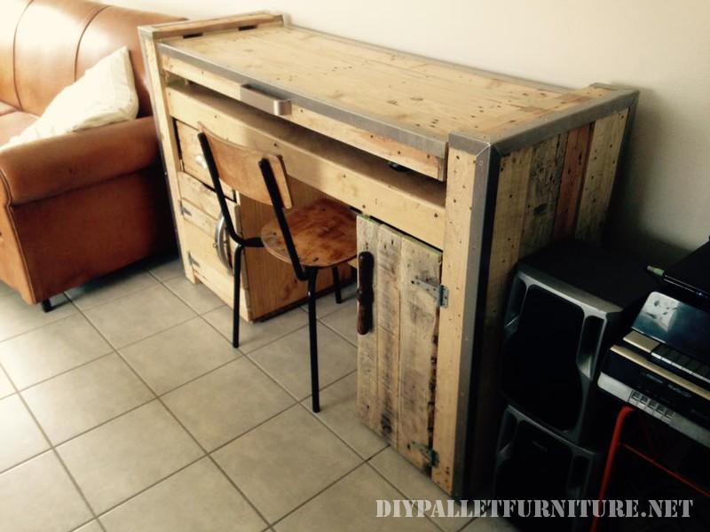 Bureau pliable avec un pcmeuble en palette meuble en palette for Meuble bureau pc