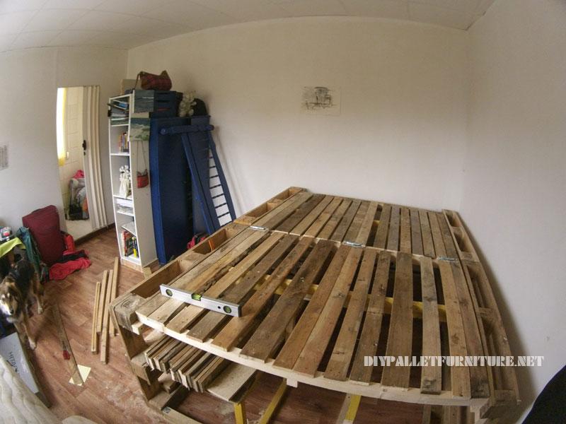 Cadre de lit avec un espace de stockage à l'intérieur 1