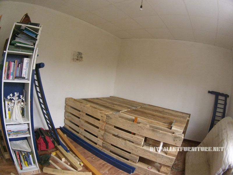 Cadre de lit avec un espace de stockage à l'intérieur 2