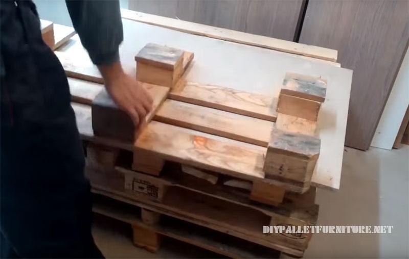 Comment faire un canapé avec des palettes 2