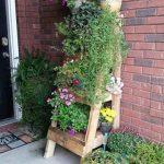 Escalier pour mettre les plantes à base de palettes
