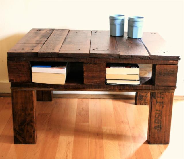 Table rustique avec une palette 1