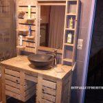 Armoire de toilette avec des palettes