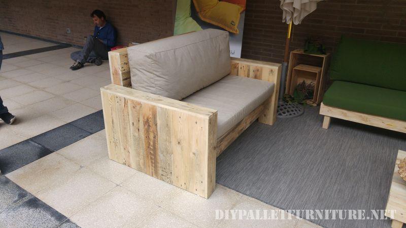 Canapés et fauteuils avec coussins d'origine recyclé 1