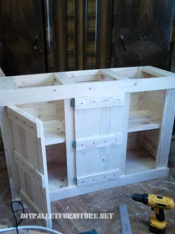 Petit palettes armoire avec une porte triple 1
