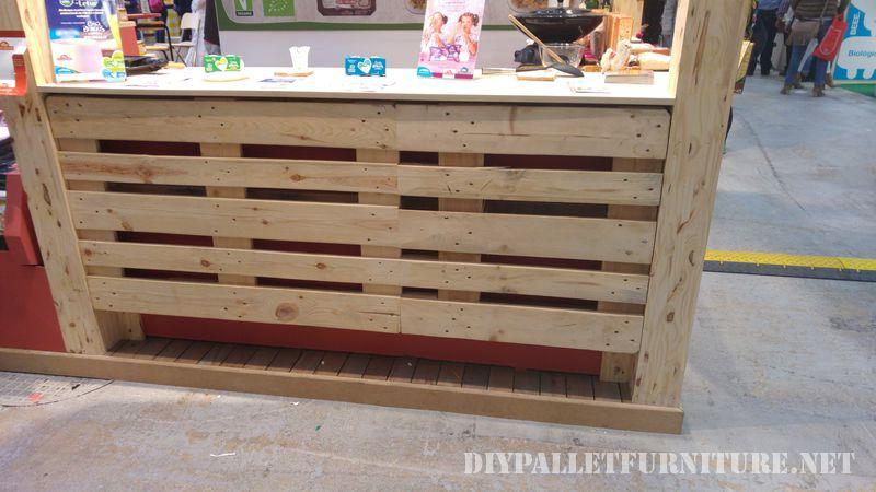 Stand à Biocultura juste décoré avec palettes 2