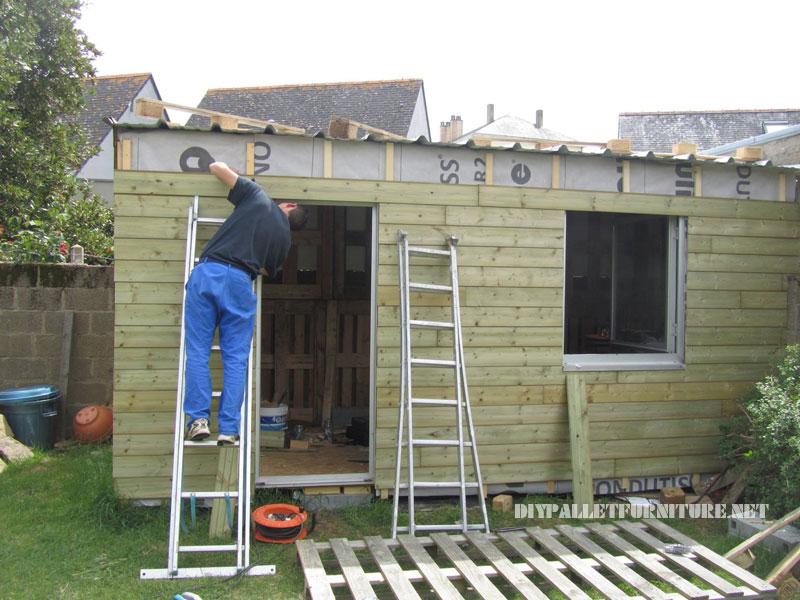 Structure bungalow faite avec palettes 1