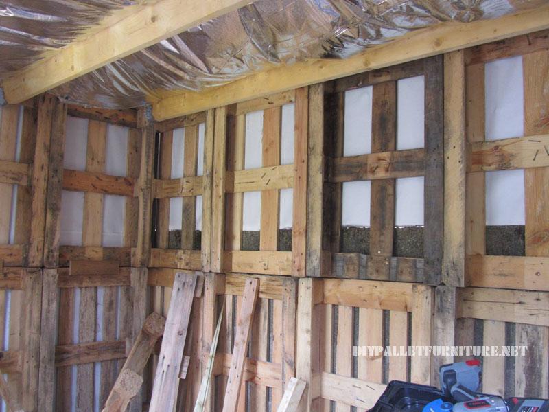 Structure bungalow faite avec palettes 2