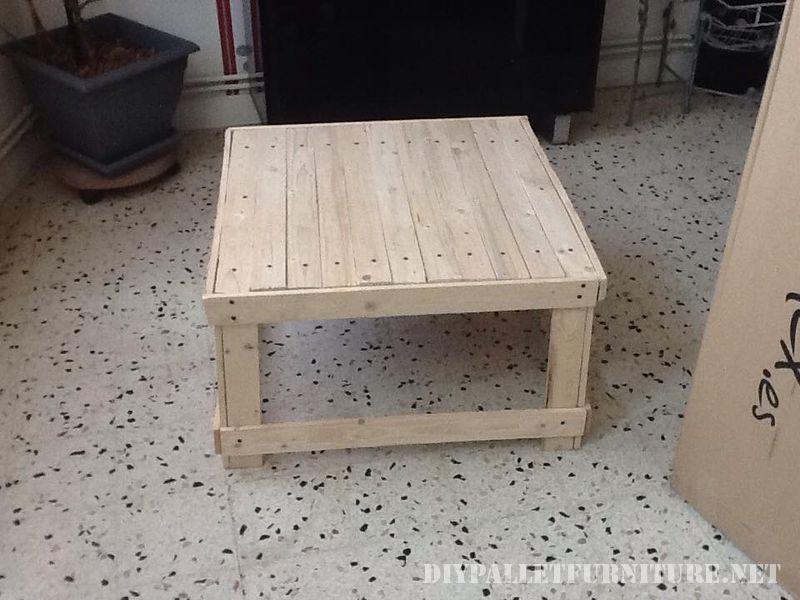 Table basse fabriqué à partir de tables de bois récupérés 2