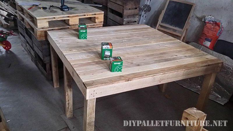 table extensible pour la salle manger avec palettes 1meuble en palette meuble en palette. Black Bedroom Furniture Sets. Home Design Ideas