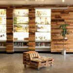 Les meubles de palettes dans le Sustainability Trust Building