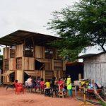 Productive logements émergents construit avec palettes