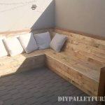 Canapé d'angle avec palettes planches