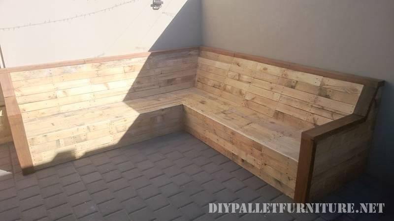 Canapé d'angle avec palettes planches 2