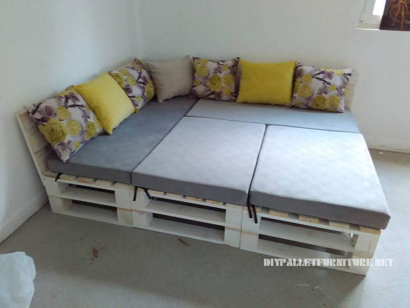 Canapé, feuilletée et table de palettes convertible en lit 1